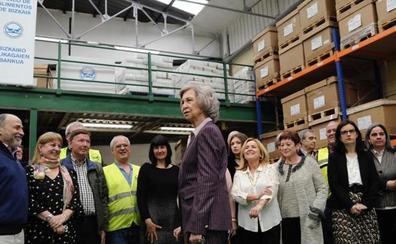 La Reina Sofía visita el Banco de Alimentos de Bizkaia