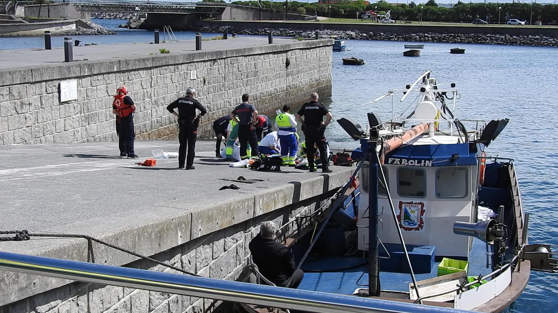 Fallece un hombre de 54 años tras sufrir un paro cardiaco en el puerto de Zierbena
