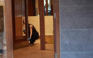 Una mujer de 75 años, en «estado crítico» tras ser asaltada en su portal por dos jóvenes en Vitoria