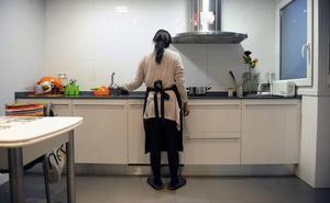El 27% de las trabajadoras del hogar de Vitoria ha recibido insultos sexistas o racistas