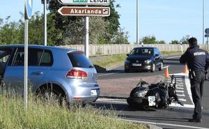 Un motorista herido grave al chocar con un turismo en Unbe