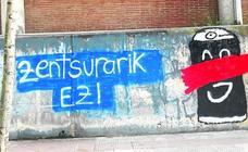 La proliferación de pintadas y carteles enrarecen la campaña electoral en Berango