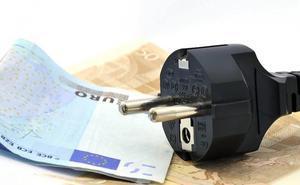 Un IVA superreducido para la electricidad permitiría ahorrar 113 euros al año