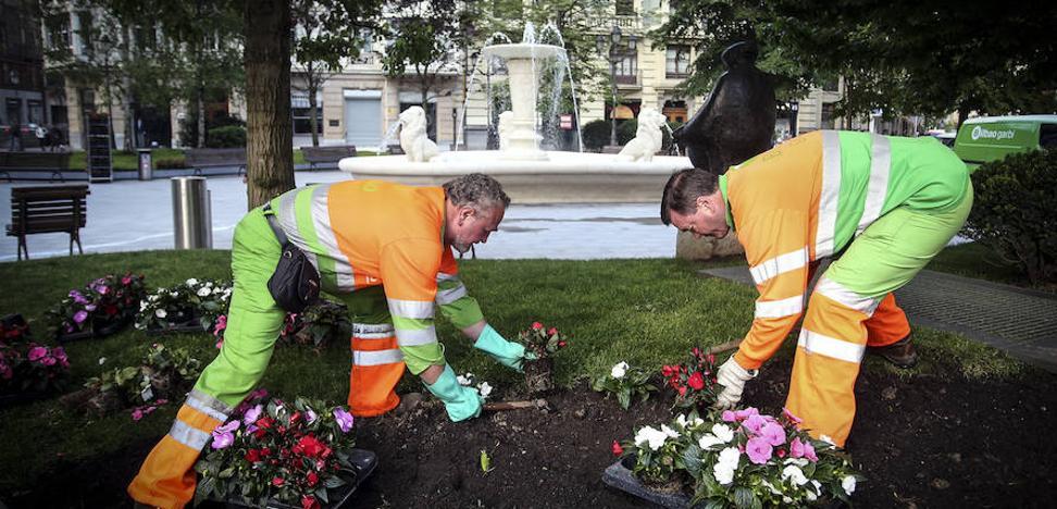 Entre amapolas y pensamientos, 167.000 flores para Bilbao