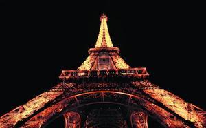 El faro de París cumple 130 años