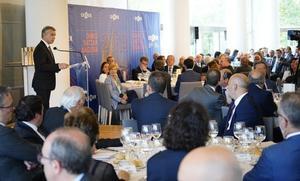 Urkullu se compromete ante los empresarios a mantener la estabilidad política