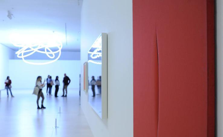 Exposición de Lucio Fontana en el Giuggenheim