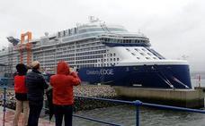 El 'Celebrity Edge', un crucero con un espectacular diseño y 3.000 pasajeros, ya está en Getxo