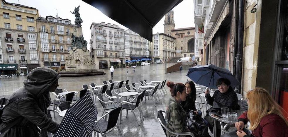 Paraguas y jersey para vivir la Final Four en la calle