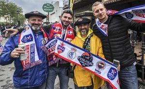 Los exteriores del Buesa viven la fiesta del baloncesto europeo