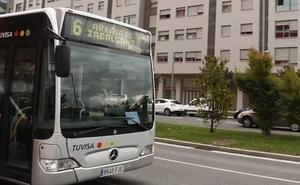 Seis heridos al chocar el urbano en el que viajaban contra un turismo en Vitoria