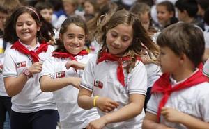 Bustuarialdeko Eskola Txikien jaialdia ospatu zuten atzo, Muxikan