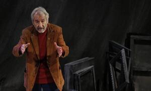 Jose Sacristan Principal Antzokira dator, 'Señora de rojo sobre fondo gris' lanarekin