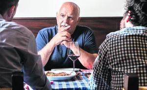 Mesa y mantel con Fernando López Castillo sin guión ni grabadora