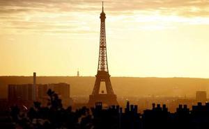 Eiffel dorreak argi eta soinu ikuskizun batekin ospatuko du bere 130 urteurrena
