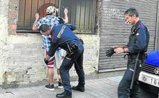 La Policía de Bilbao pide ayuda a la Ertzaintza para que se haga cargo de sus detenidos