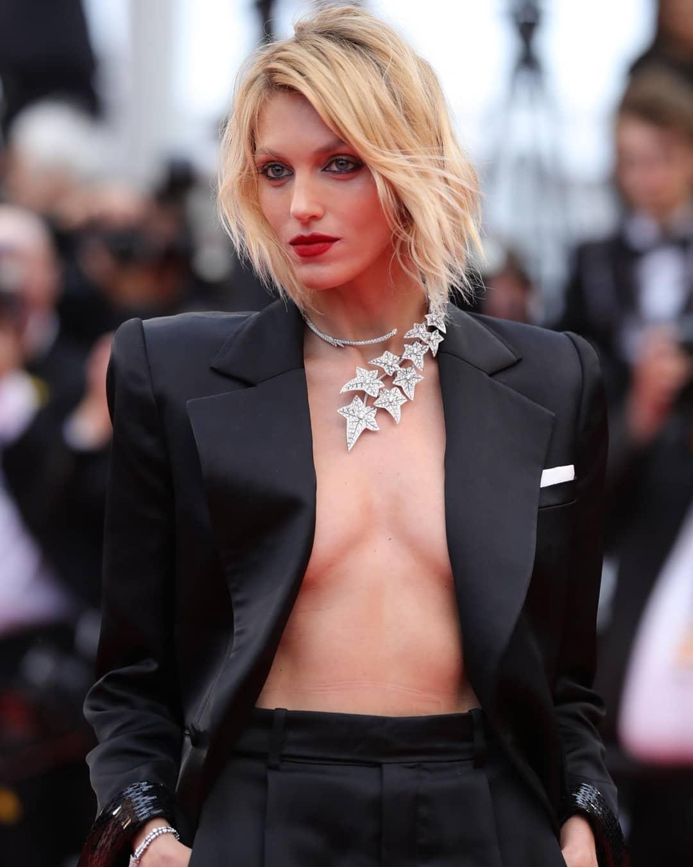 Los 3 'escotazos' de Anja Rubik en Cannes