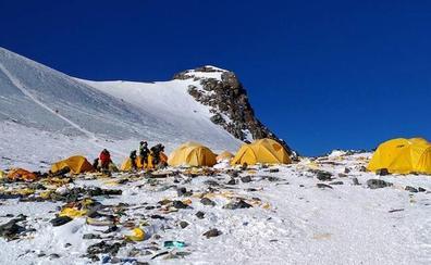 Atasco en Everest: 200 alpinistas han hecho cima en las últimas 24 horas