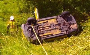 Herida al volcar su vehículo en Artzentales