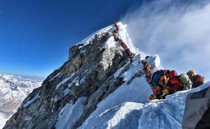 «Murió agotado. Estuvo 12 horas en un atasco para llegar a la cima del Everest»