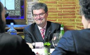 En torno a una mesa con Juan Mari Aburto