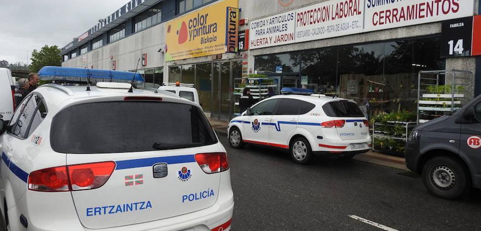 La Ertzaintza busca por otros cinco robos al autor del atraco a mano armada de ayer en Getxo