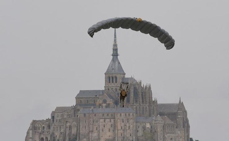 Los soldados toman el Mont-Saint-Michel
