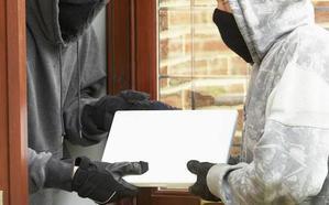 Los padres exigen que se repongan los ordenadores robados en colegios