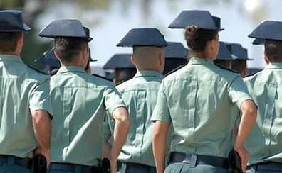 Un teniente de la Guardia Civil cambia el tricornio por los hábitos