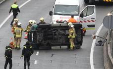 Herido tras volcar su vehículo en Santo Domingo