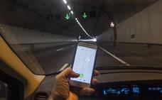Descienden las multas a los conductores por hablar por teléfono: 1.250 el pasado año en Bizkaia