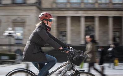 La Policía inicia controles de bicis y estacionamientos en 'bidegorris' en Vitoria