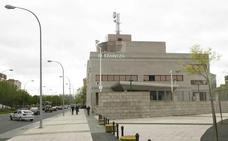 Detenido al intentar cobrar cheques falsos por valor de 6.000 euros en un banco de Vitoria