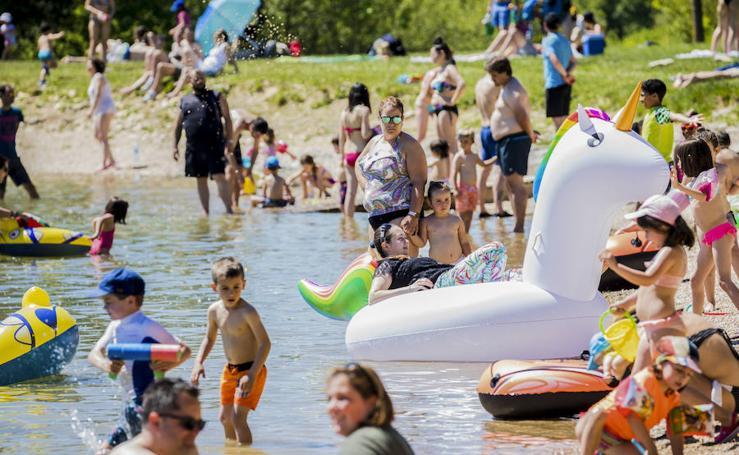 Día de piscina y 'playas' en Álava