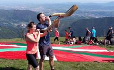 Cientos de mendigoizales celebran en el Ganekogorta el Día de los Montes Bocineros