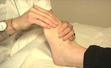 Relaja tus pies con estos ejercicios al llegar a casa
