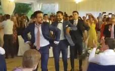 El divertido baile de Beñat, Susaeta y Balenziaga en la boda de De Marcos