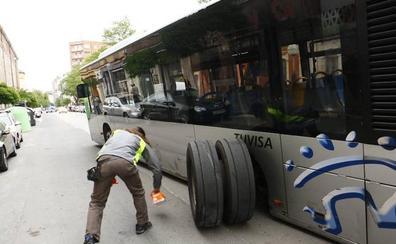 El «desgaste de los rodamientos» causó el accidente del urbano cuyas ruedas salieron despedidas