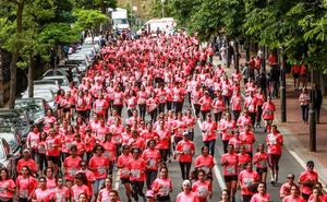 6.000 ganadoras cubren de rosa Vitoria