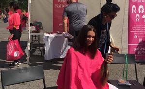 Goizeder y Desirée se cortan el pelo por «una buena causa»
