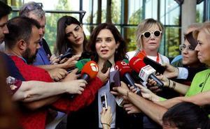 Díaz Ayuso defiende que el PP se abstenga para evitar que Sánchez dependa de «independentistas y el entorno de ETA»