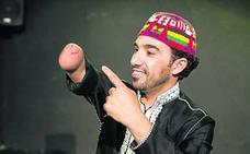 El marroquí que de la dura experiencia como inmigrante sacó un monólogo de humor