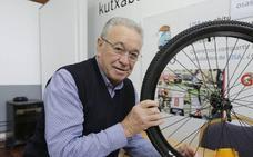 Miguel Madariaga impulsa un equipo ciclista femenino