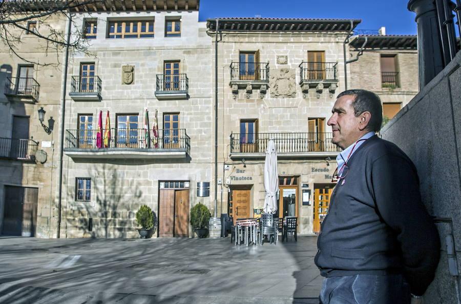 Eduardo Terroba, el alcalde que descansa de la política en el coro y con el saxofón