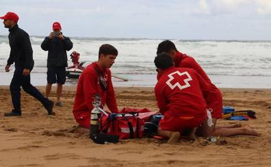 Un rescate en la playa de Sopela con final feliz
