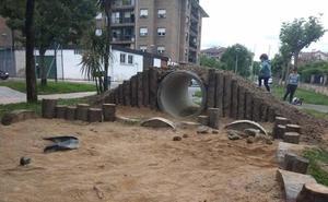 Materiales naturales para un nuevo parque infantil en Atxondo