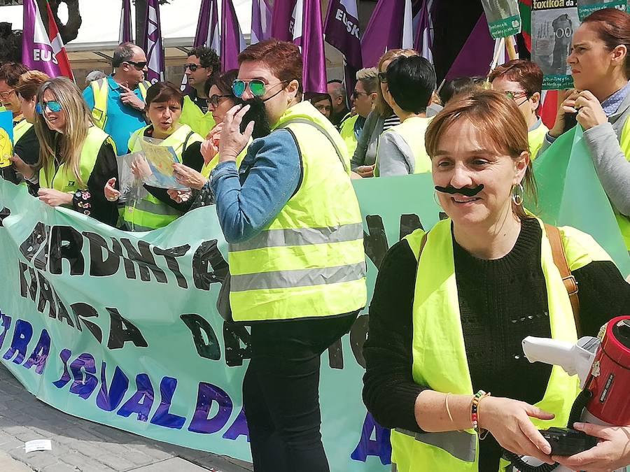 Limpiadoras de edificios públicos de Elorrio llevan mes y medio de huelga