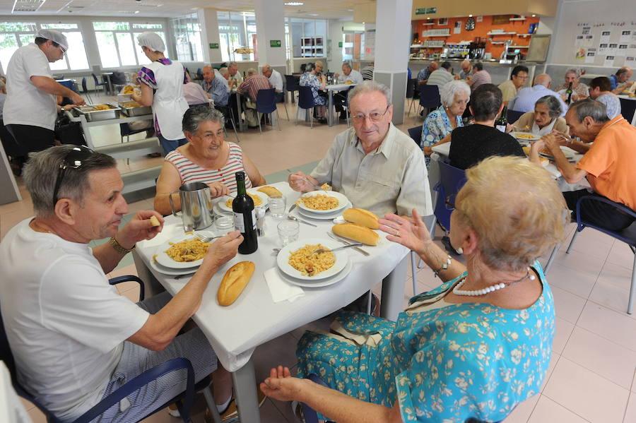 Los centros de mayores de Vitoria activan sus barrios