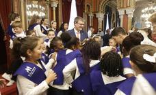 Los niños conquistan el Ayuntamiento de Bilbao