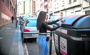 Sólo dos de cada diez familias bilbaínas reciclan su basura orgánica en el contenedor marrón